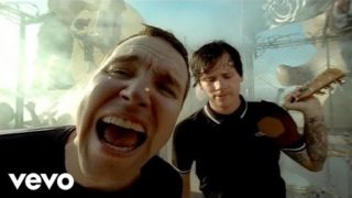 blink-182 – Feeling This (Official Video)