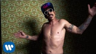 Red Hot Chili Peppers – Dark Necessities [OFFICIAL VIDEO]